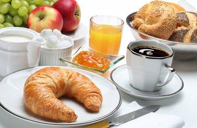 Desayuno Mediterraneo vs Americano - ENTRENA SALUD